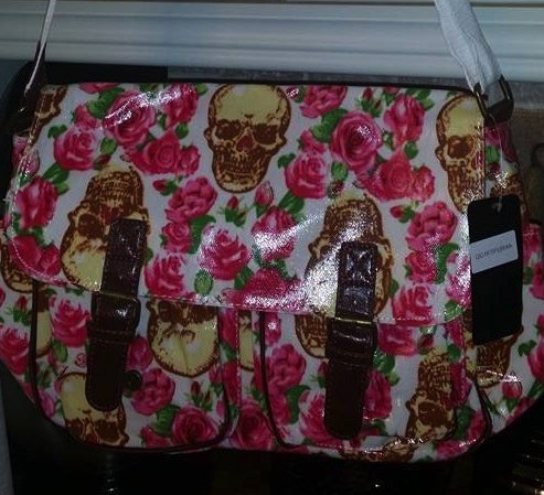 white-skull-pink-roses-satchel-messengerbags